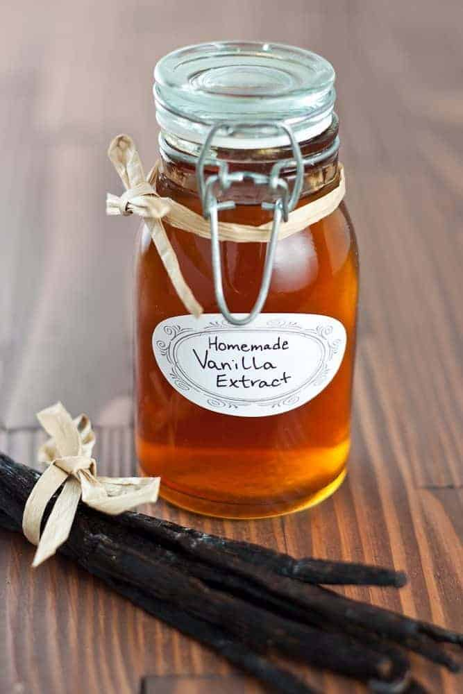 Homemade Vanilla Extract - How to make homemade vanilla extract to add a magical (and SUPER easy) secret ingredient to all of your baked goods.
